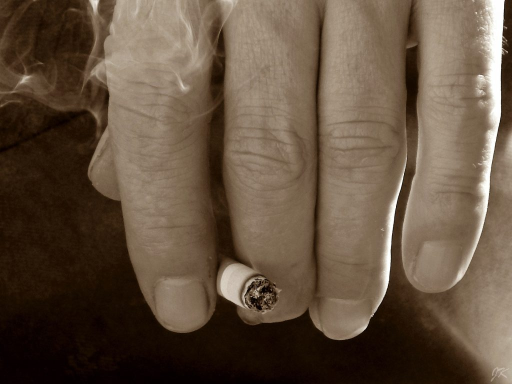 hand-291353_1920